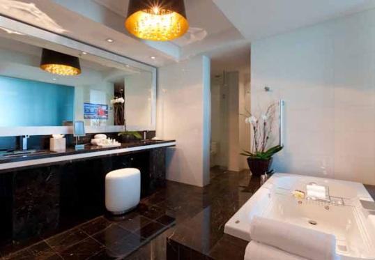 Bay View Suite Bathroom
